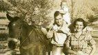 Mladá rodina v roce 1950 s Georgem ml. a Robin.