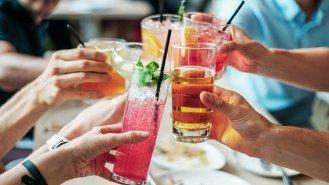 Koktejly z čaje a kávy: Letní dávka svěžesti