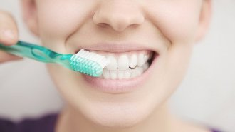 Paradentóza není zánět dásní
