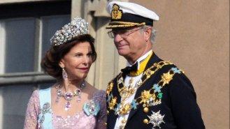 """Švédský král Karel XVI. Gustaf (73) a jeho žena Silvia (75) – """"prostá"""" žena z lidu, někdejší hosteska"""