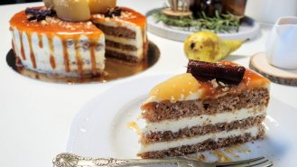 Slavnostní dort s hruškami