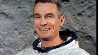 Čech Eugene Cernan (†82): Poslední člověk na Měsíci, krteček a další české stopy ve vesmíru