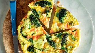 Quiche s uzeným lososem a brokolicí