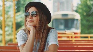 5 otázek, které byste si měli položit, než si koupíte sluneční brýle