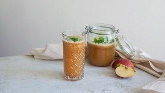 Jablečná limonáda s nektarinkou a meduňkou