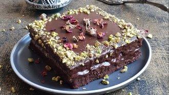 Perníkový dortík spovidlovou náplní a čokoládovou polevou