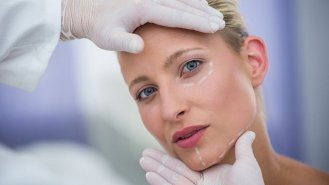 Malý průvodce estetickou medicínou. Mezonitě a liftingové nitě (3)