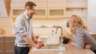 Řekněme si stručně, jak mýt nádobí ručně…
