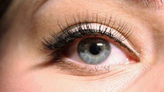 Umělé řasy mohou poškodit zrak