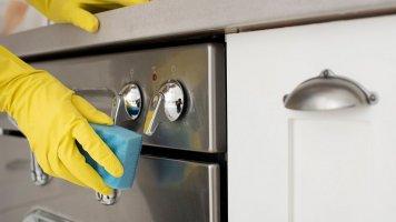 Jak rychle vyčistit pečicí troubu?