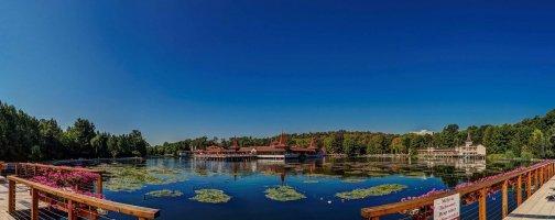 Prodlužte si léto u termálního jezera