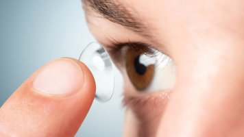 Víte, že letos uplyne 60 let od vynálezu kontaktních čoček?