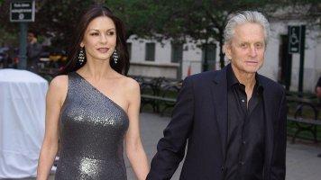 """Michael Douglas (76) a Catherine Zeta-Jones (51): Své """"ano"""" si řekli před 20 lety"""