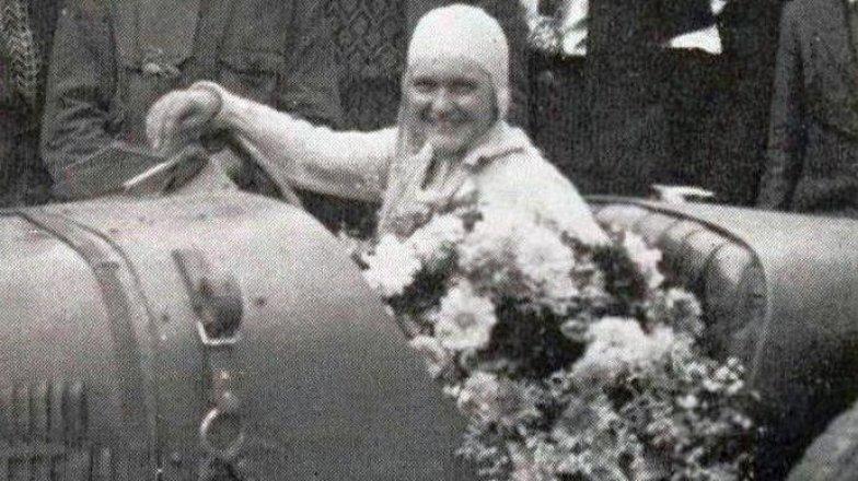 """Eliška Junková: 7 obrazů ze života """"první dámy volantu"""""""