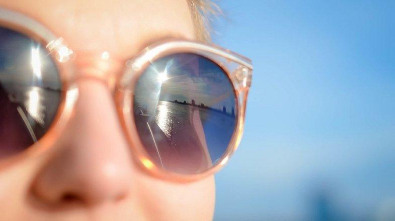 Záněty oka nejvíce hrozí v létě