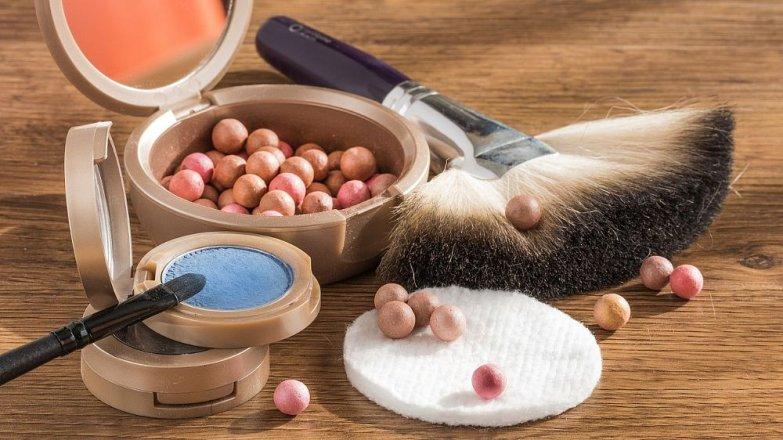 Víte, jakou trvanlivost má rtěnka a další kosmetické prostředky?