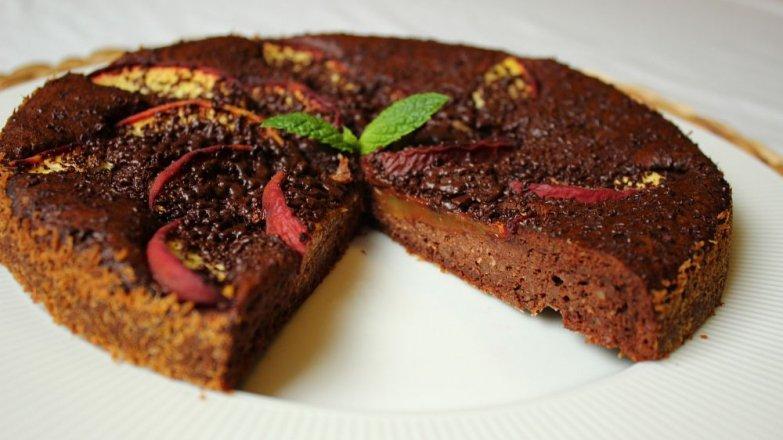Čokoládové brownie s broskvemi
