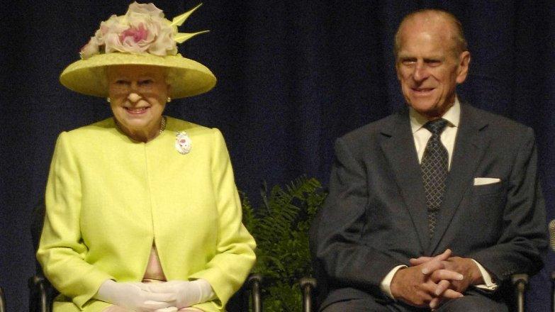 Královna Alžběta (93) a princ Filip (98): Příběh lásky