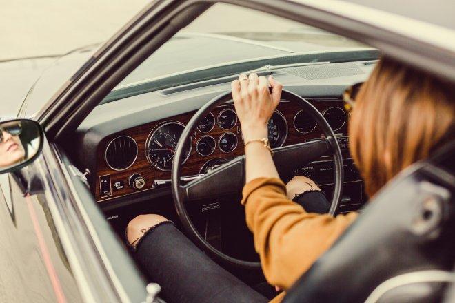 Kdo řídí lépe: ženy nebo muži?