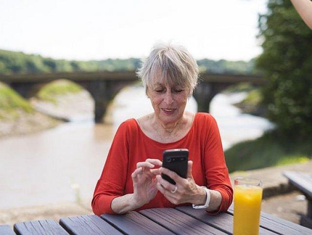 Potřebuje babička nový telefon?