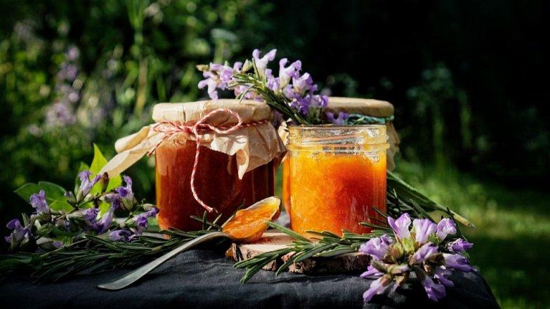 Meruňkový džem s rozmarýnem