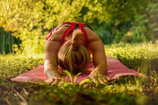 4 důvody, proč vyzkoušet jógu v přírodě