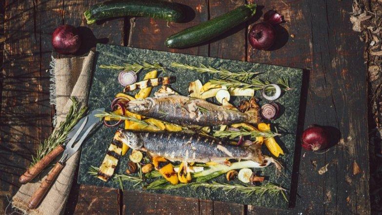Grilovaný siven na rozmarýnu a česneku s grilovanou zeleninou