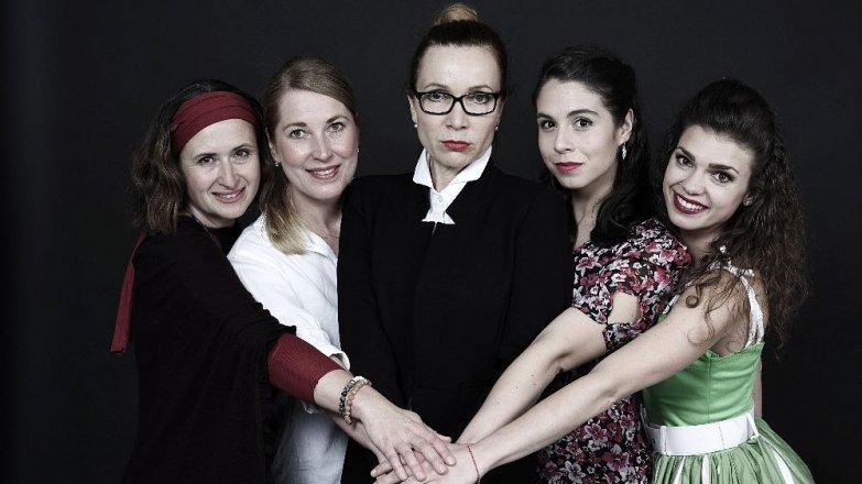 Vztahy mezi ženou a mužem: v(d)ěčné téma divadelních autorů