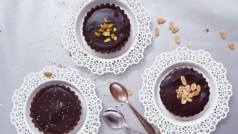 Čokoládové koláčky s arašídovým krémem a čokoládovou ganache