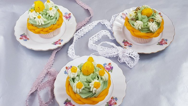 Velikonoční cup cakes svajíčky a pomlázkou