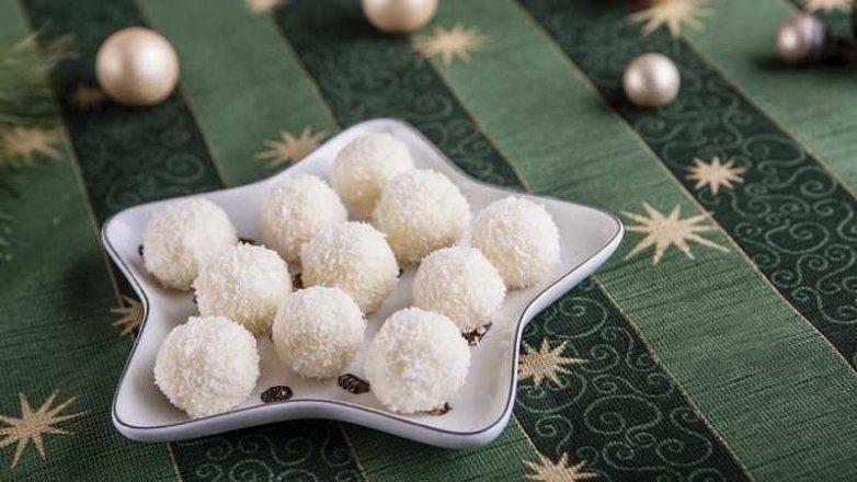 Lanýžové pralinky z ricotty, bílé čokolády a kokosu