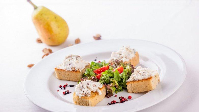Pomazánka s gorgonzolou a ořechy