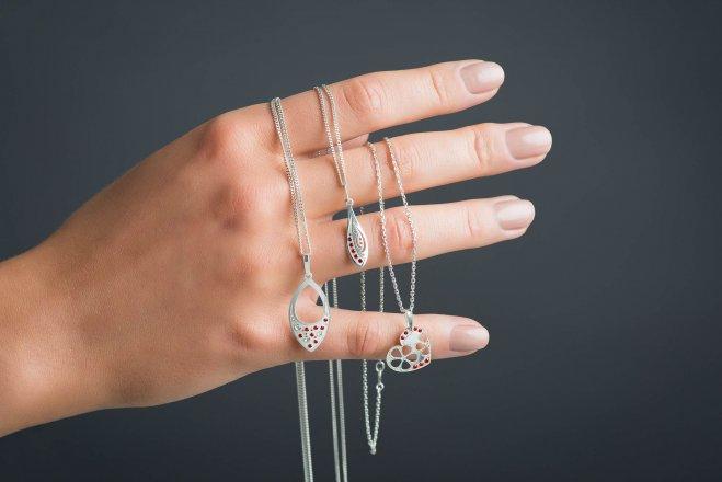 Vyhrajte u nás stříbrný šperk Moshna!